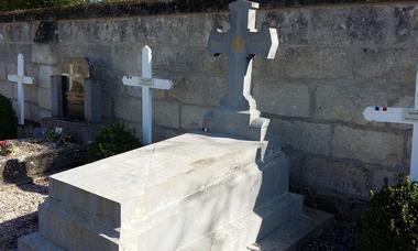 Tombe du Lieutenant de Gironde - cimetiere de Vivieres Aisne © OT Retz-en-Valois  (2)