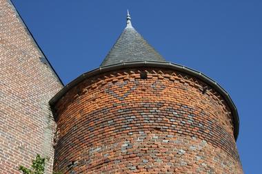 Tour de l'église fortifiée de Nampcelles-la-Cour < Thiérache < Aisne < Picardie