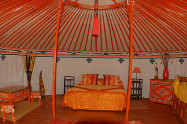 Yourte_interieur_orange < Ambleny < Aisne < Picardie