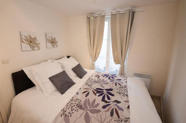 chambre avec grand lit double