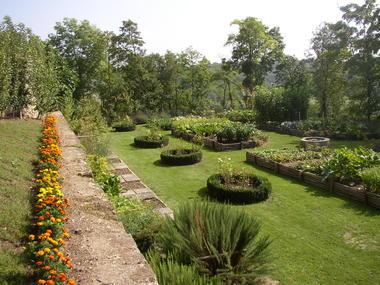 coucy-le-chateau_jardin_medieval_2