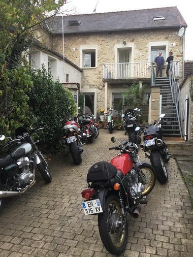 facade-motos