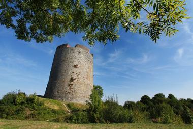 Le donjon du château fort de Guise