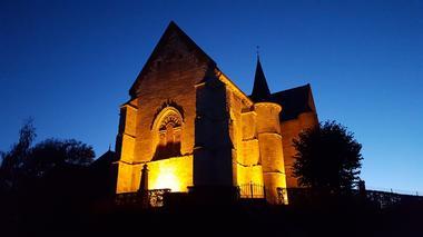 Eglise fortifiée illuminée < Burelles < Thiérache < Aisne < Picardie