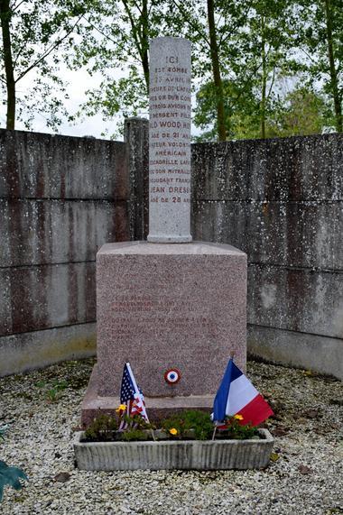 Monument cimetière de Grugies