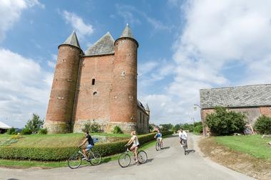 Église fortifiée Saint Nicolas < Englancourt < Thiérache < Hauts-de-France