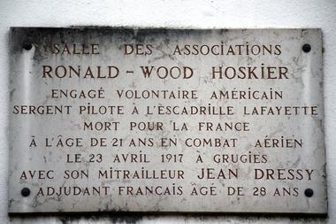 Plaque commémorative salle Hoskier