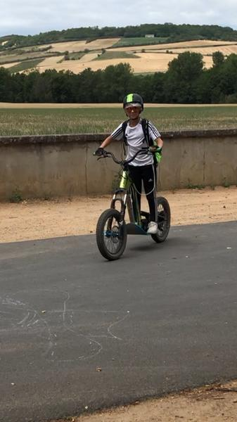 Mellecey---E-Trott-Bourgogne-by-Mellecey---Trottinette-electrique---Location---2019