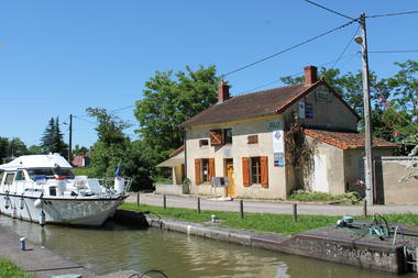 Rully-canal-fluvial-maison-eclusiere-point-info-touristique-OT (5)