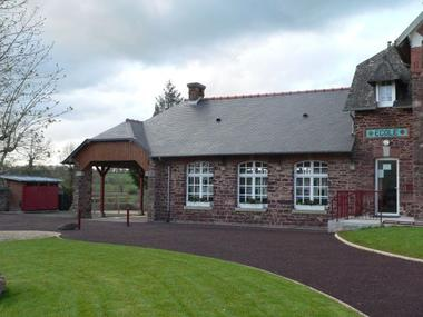 Maison d'école en pays gallo à Saint Gonlay