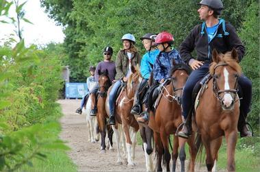 Balade à cheval Lac de Trémelin ©office de tourisme Lac de Trémelin