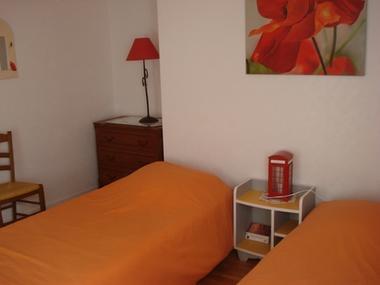 Gîte le Moulin de Caussac - chambre lits simples