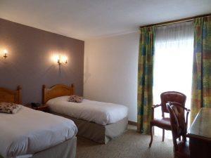 Hotel-les-Tilleus-Dinard-chambre-twin-2