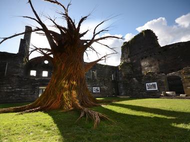 L-arbre-a-voeux-de-Trevor-Leat---Michel-Menguy-2