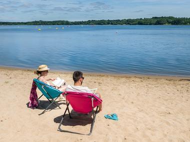 Lire au lac - plage lac au Duc - Taupont - Ploërmel communauté - Brocéliande