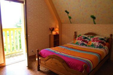 Chambre--gite-lit-double-Au-mas-de-Mayac