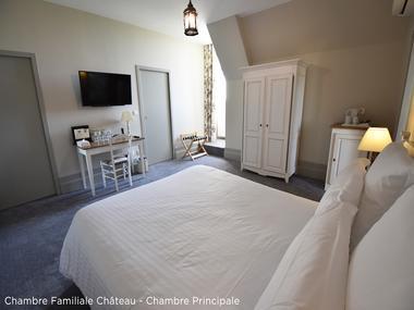 Chambre-Familiale-Chateau---Chambre-Principale-copie