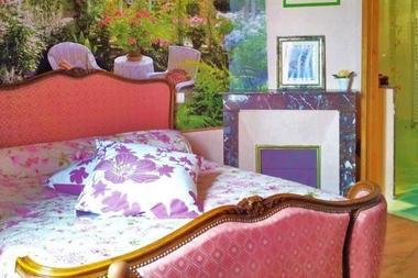Chambre-rose-lit-double-Au-mas-de-Mayac