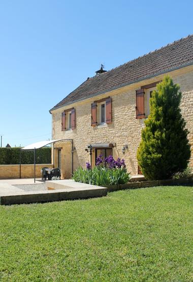 La_Bole_location_charme_proche_Sarlat_avec_jardin_Abritel9