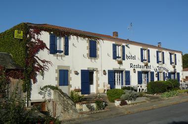mauleon-hotel-restaurant-la-terrasse-facade1-3