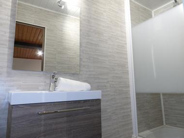moulins-gite-du-co-tot-salle-de-bain