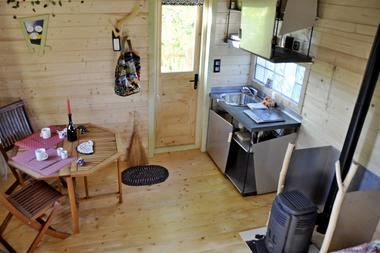 bressuire-chambre-dhote-cabane-niglo-coin-repas