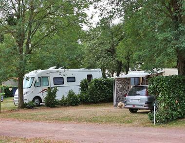 camping-au-lac-hautibus-emplacement-camping-car