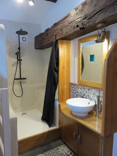 clesse-chambre-dhotes-aux-deux-chevres-salle-de-bain