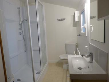 la-chapelle-largeau-gite-pres-de-louin-salle-de-bain