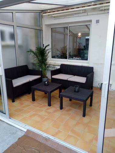 la-petite-boissiere-gite-fond-de-cour-veranda-salon