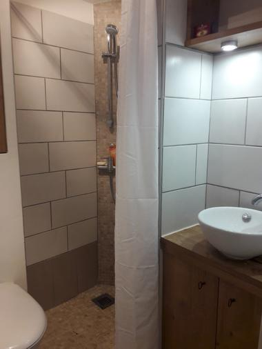 st-aubin-de-baubigne-chambre-dhotes-te-a-bois-douche-wc