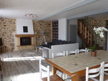 st-andre-sur-sevre-gite-le-laidet-salon-cuisine
