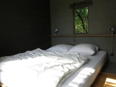 st-andre-sur-sevre-la-cabane-ultranature-chambre1