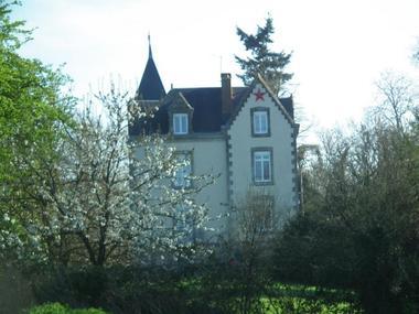 voulmentin-gite-roche-aux-moines-facade2