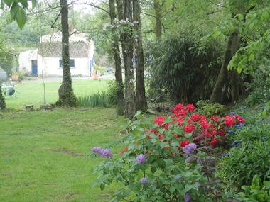 mauleon-chambres-dhotes-la petite vallee-jardin-sit.jpg_7