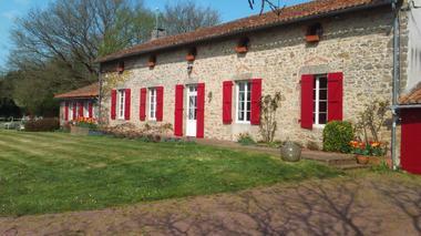 mauleon-st-aubin-de-baubigne-gite-les-guyonnieres-facade1.jpg_2