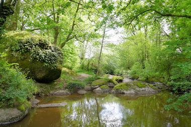 rocher-branlant-jardin-chirons-pw-5988-2000.jpg_1