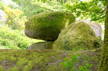 rocher-branlant-jardin-chirons-pw-6011-2000.jpg_2
