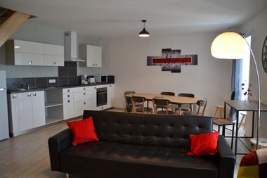 mauleon-gite-du-renard-le-soleil-couchant-cuisine-salon.jpg_7