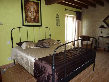 nueil-les-aubiers-chambres-dhotes-la-minaudiere-chambre-retout-dafrique.jpg_3