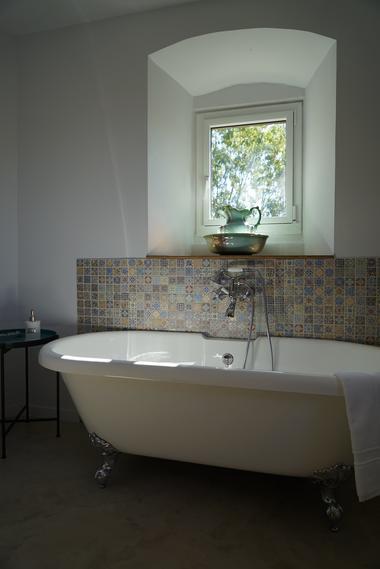 moutiers-sous-chantemerle-chambres-dhotes-bocage-de-la-belle-histoire-baignoire.jpg_7