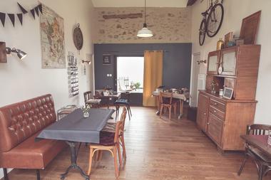 chambroutet-chambres-dhotes-la-belle-lurette-salle-petit-déjeuner.jpg_15