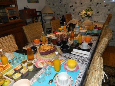 st maurice-etusson-chambre-dhotes-la-fougereuse-petit-dejeuner.JPG_8