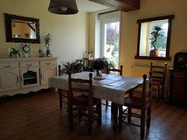 combrand-chambres-dhotes-les-mesanges-salle-a-manger.jpg_14