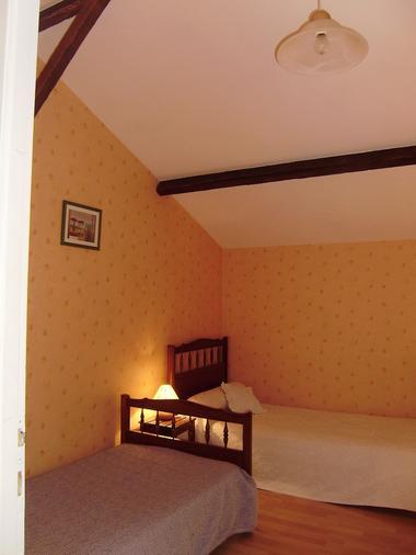clesse-gite-puy-fleury-chambre3.jpg_7