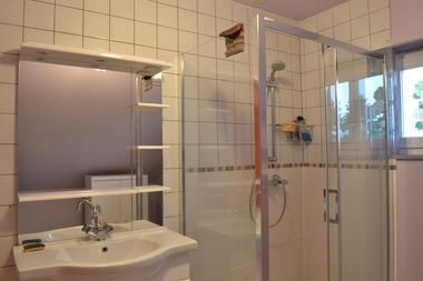 Salle-de-bains--gite-communal--Louvilliers-les-Perche
