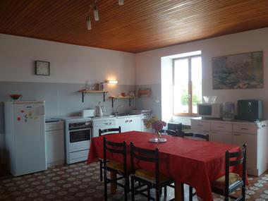 Location - L'HELGOUAC'H Annie - Lesconil - Pays Bigouden - cuisine salle à manger