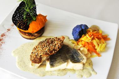 duo de poissons rouget en croute de graines de sarazin et St-Pierre sauce aux algues