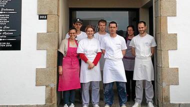 9d119786d7e6bf63b3bfa9f5aee72d2d-la-boulangerie-du-port-est-ouverte-au-302
