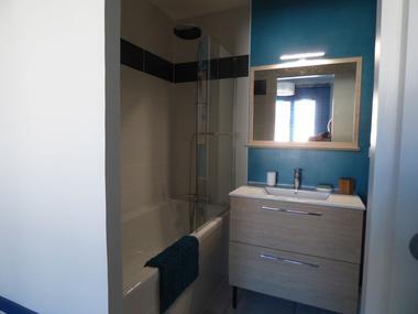 OT-Avant-Monts-DEBERGUES-Chambre-d-hotes-les-Amandiers-vue-salle-de-bain